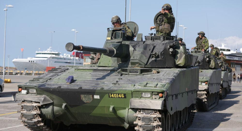 Švédská obrněná vojenská technika na ostrově Gotland