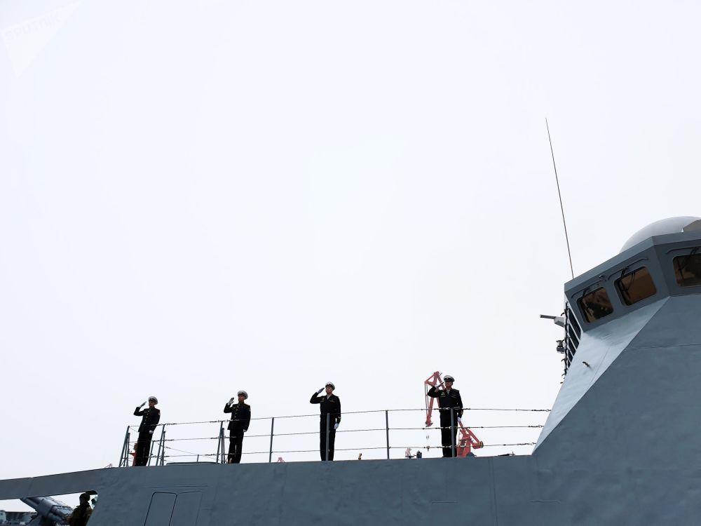 Admirál Loďstva Sovětského svazu Gorškov v čínském přístavu Čching-tao.