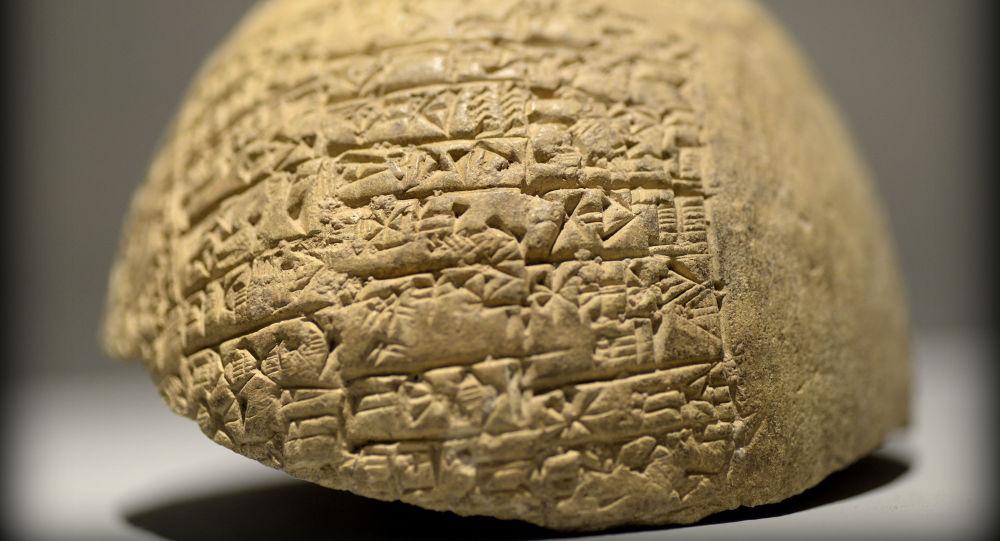 Klínové písmo. Mezopotámie. Ilustrační foto