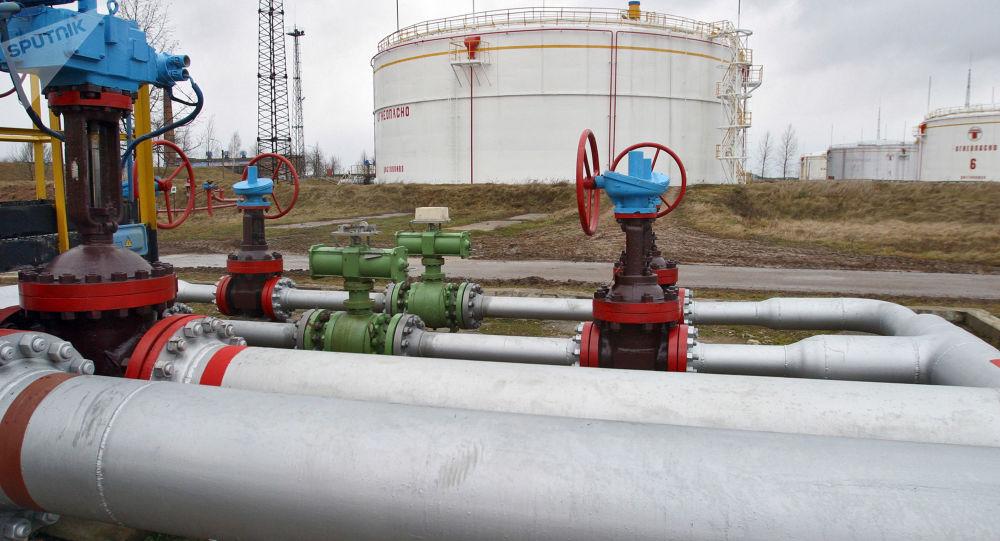 Nádrž s ropou v Bělorusku