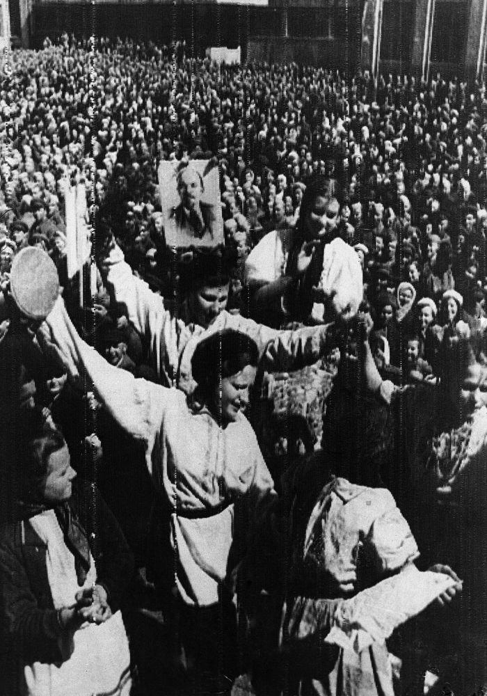 Dlouho očekávaný Den vítězství. Záběry z 9. května 1945 z celé Evropy.