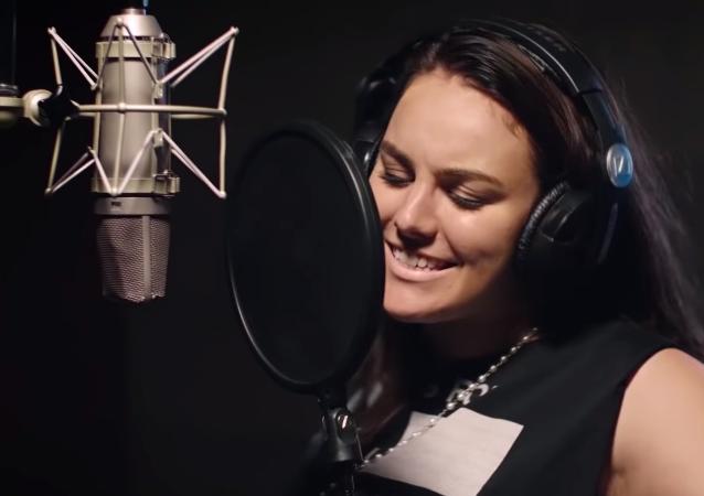 Těhotná Ewa Farna při setkání s Jessie J. nervozitou zapomněla anglicky