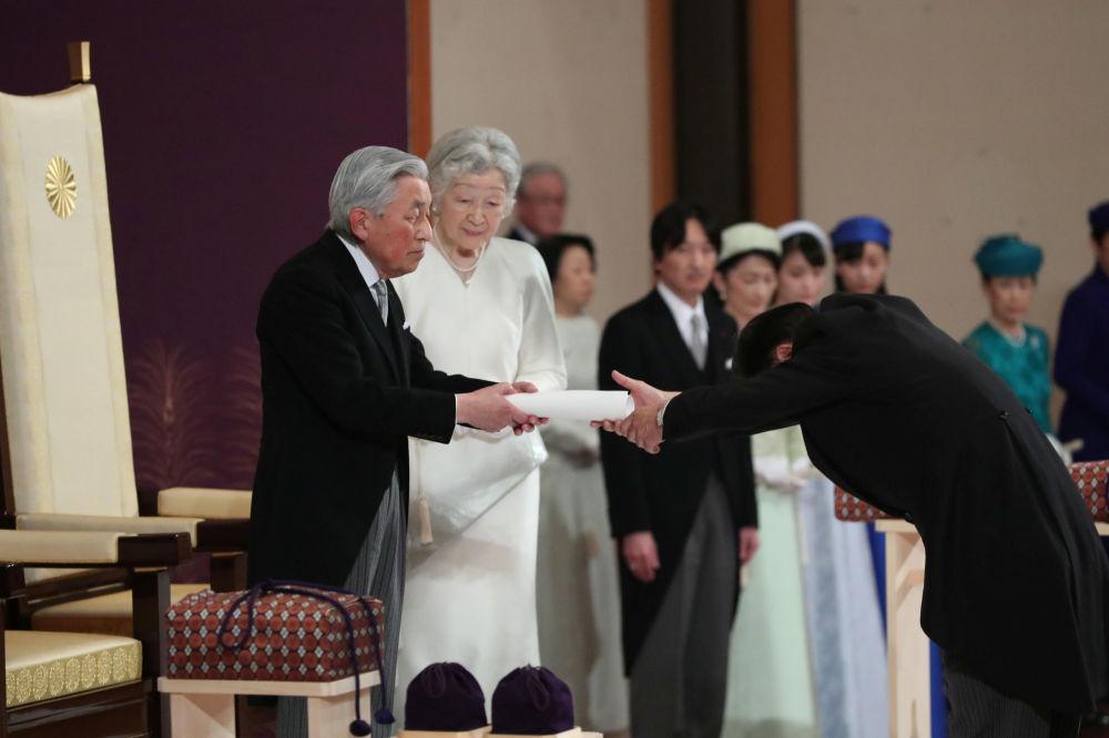 Japonský císař Akihito a císařovna Mičiko během rituálu Taiirei-Seiden-no-gi, císařův abdikační ceremoniál, v císařském paláci v Tokiu, Japonsko, 30. dubna 2019