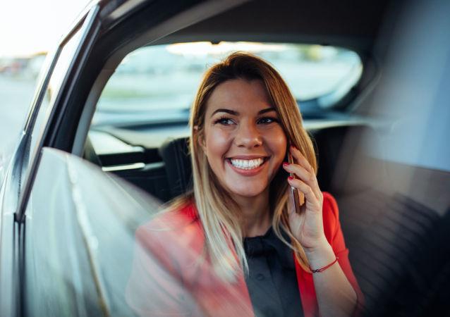 Dívka v autě