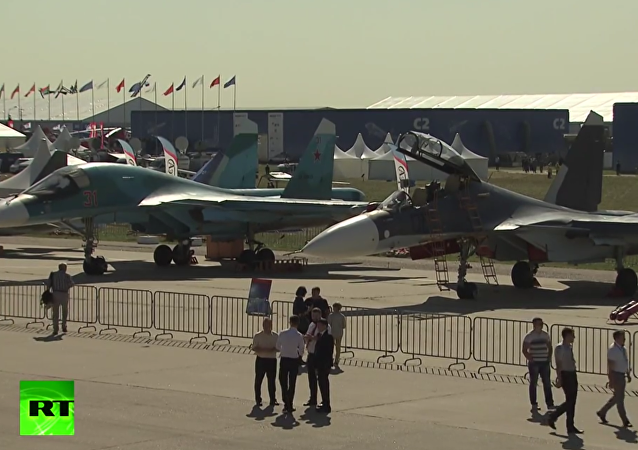 Putin zahájil leteckou show MAKS 2015