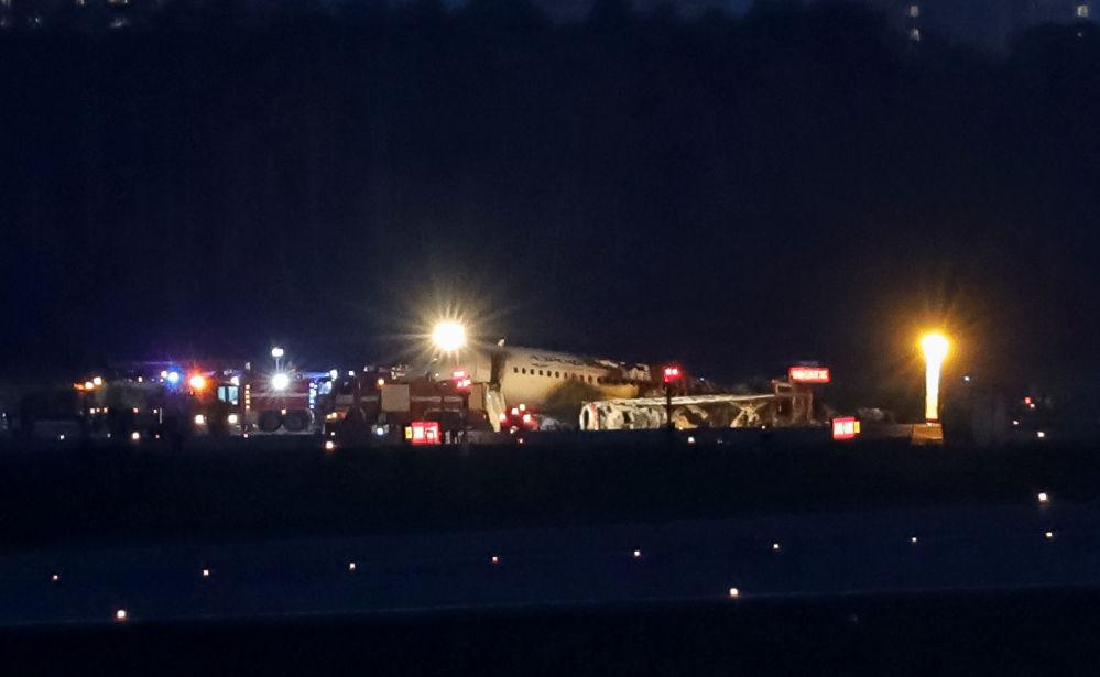 Trosky dopravního letadla Superjet 100 po nouzovém přistání na letišti Sheremetyevo v Moskvě, Rusko, 5. května 2019