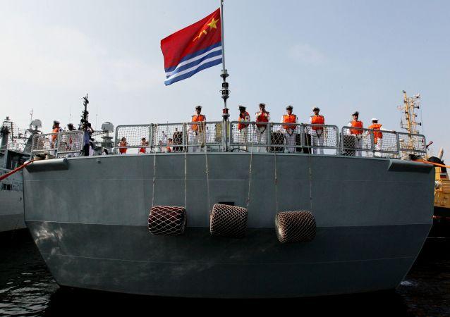 Námořníci na palubě čínského torpédoborce