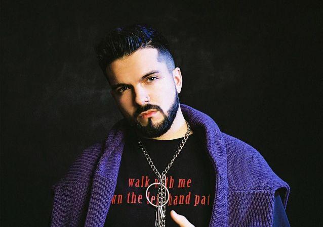 Český raper AMCO se tomu dlouho vyhýbal, ale nakonec napsal track o tvrdých drogách