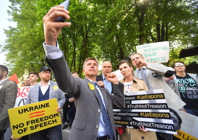 Účastníci akce na podporu Kirilla Vyšinského v Moskvě