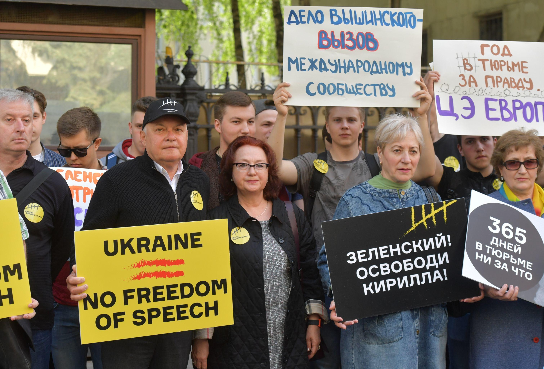 Generální ředitel Rossia Segodnia Dmitrij Kiselev (druhý vlevo)