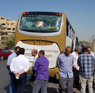 Autobus, který poškodil bombový výbuch poblíž Velkého egyptského muzea v Gíze
