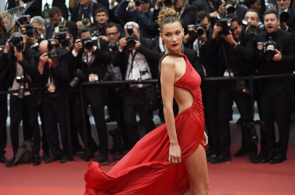 Americká modelka a herečka Bella Hadid na červeném koberci v průběhu 72. filmového festivalu v Cannes.