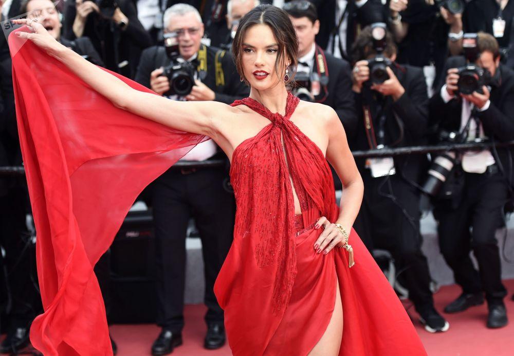 Brazilská supermodelka Alessandra Ambrosiová během 72. filmového festivalu v Cannes.