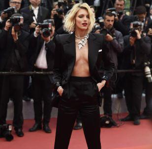 Polská herečka Anja Rubik během 72. filmového festivalu v Cannes.