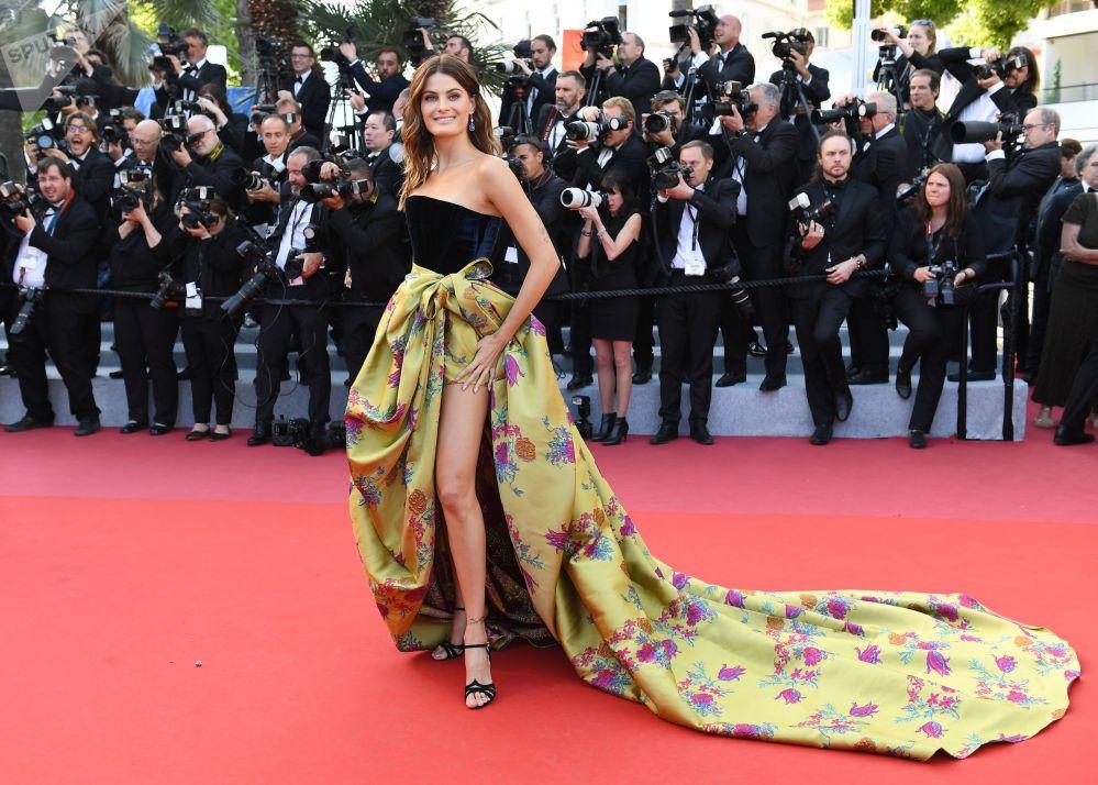 Brazilská modelka Isabeli Fontana na červeném koberci během 72. filmového festivalu v Cannes.