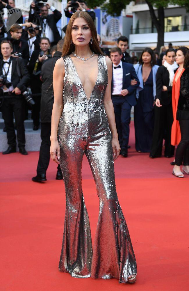 Ruská televizní moderátorka Victoria Bonya na červeném koberci během 72. filmového festivalu v Cannes.