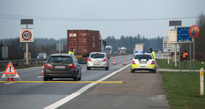 Dánští policisté na hranici s Německem