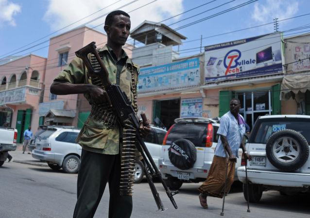 Síly federální somálské vlády hlídkují v ulicích Mogadišu