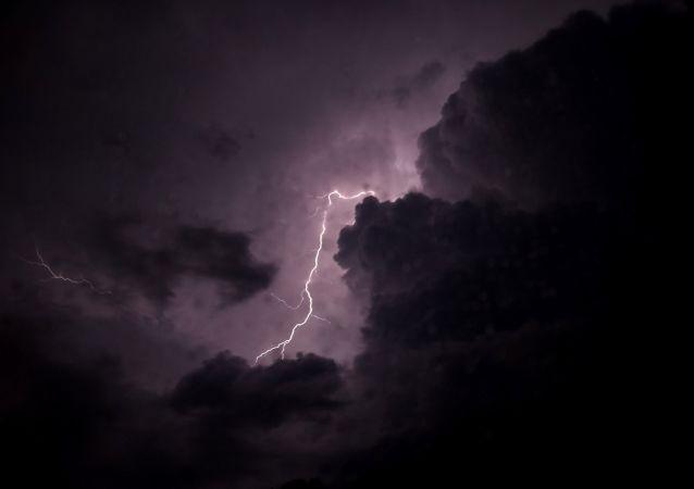 Blesk na obloze. Ilustrační foto