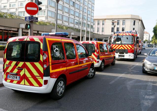 Policie a záchranáři na místě výbuchu v Lyonu